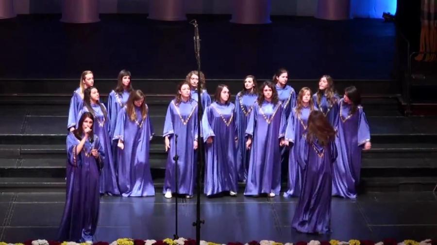 kirk-franklin_-he-reigns-jubilant-gospel-girls-italy-bq